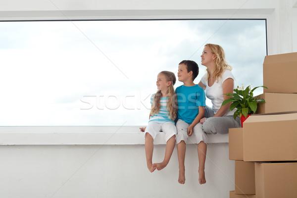 Foto stock: Pessoas · felizes · nova · casa · futuro · brilhante · olhando · fora