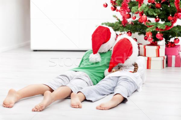 Dzieci choinka piętrze dziewczyna uśmiech Zdjęcia stock © ilona75