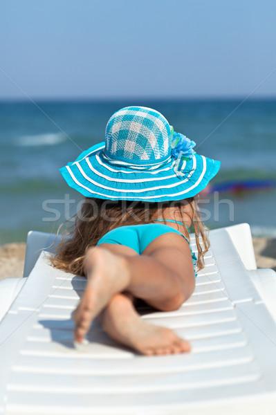 Stok fotoğraf: Küçük · kız · plaj · rahatlatıcı · güverte · sandalye · izlerken