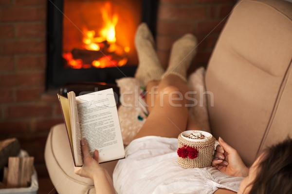 ストックフォト: 女性 · 読む · 図書 · ホットチョコレート · 火災