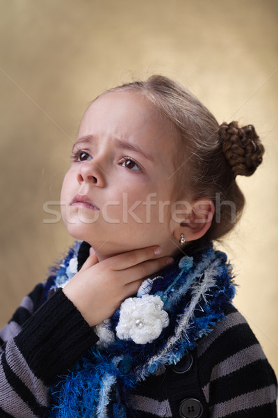 Little girl garganta inflamada gripe temporada tocante pescoço Foto stock © ilona75