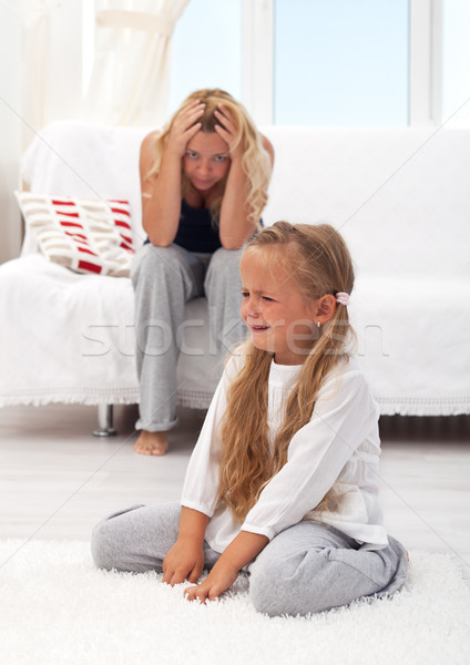 Kid petite fille désespérée mère famille Photo stock © ilona75