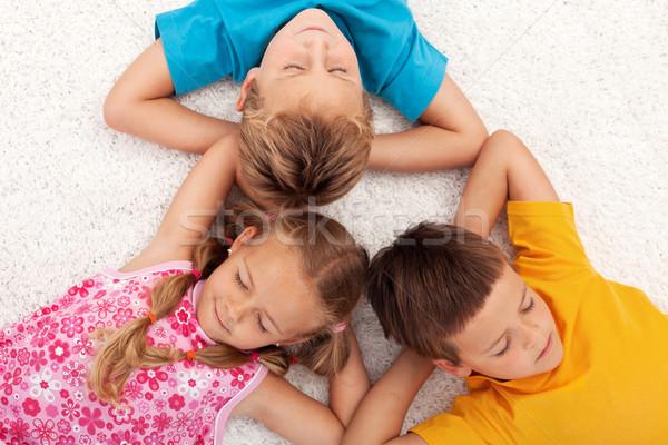 Gyerekek elvesz törik megnyugtató padló csukott szemmel Stock fotó © ilona75