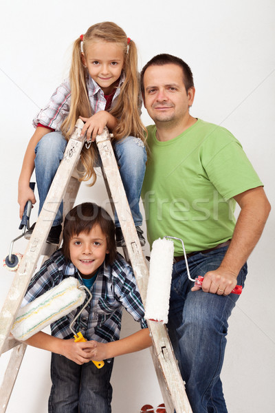 Tarefa feliz crianças pai pintura utensílios Foto stock © ilona75