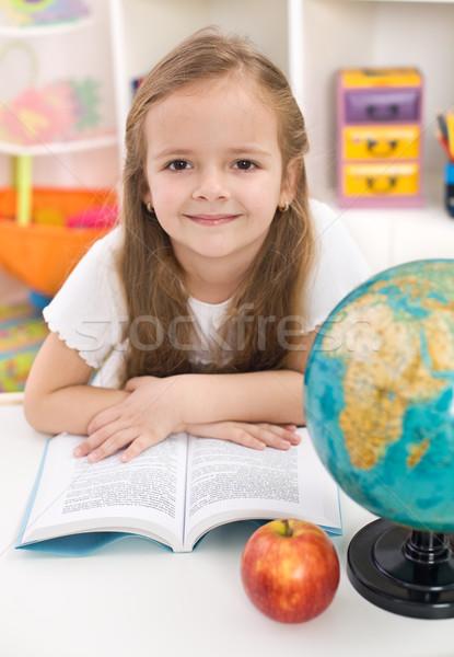 Foto stock: Nina · escuela · volver · a · la · escuela · lectura · habitación · nina