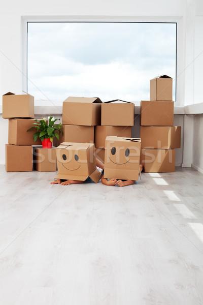 Gyerekek szórakozás mozog új otthon fektet karton Stock fotó © ilona75