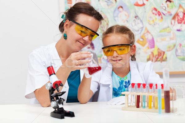 öğretmen temel kimya deney küçük Stok fotoğraf © ilona75