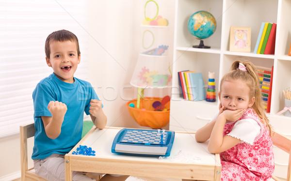 Jeugd rivaliteit broers en zussen jongen winnend schaken Stockfoto © ilona75