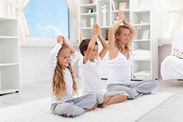 сбалансированный жизни женщину дети йога Сток-фото © ilona75