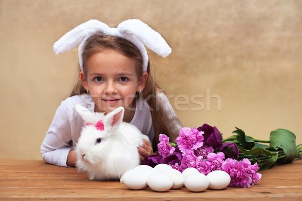 Heureux petite fille printemps lapin saisonnier fleurs Photo stock © ilona75