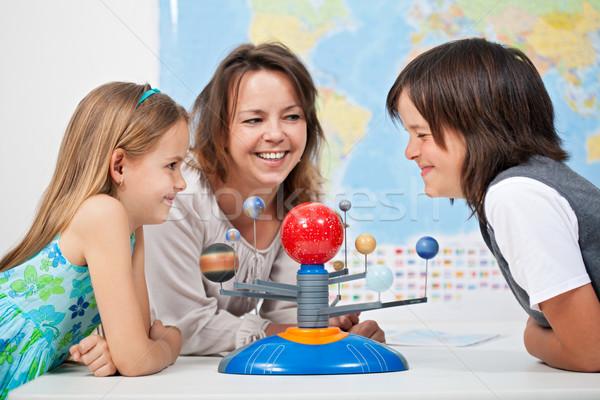 Gyerekek szórakozás tanul naprendszer tudomány nő Stock fotó © ilona75