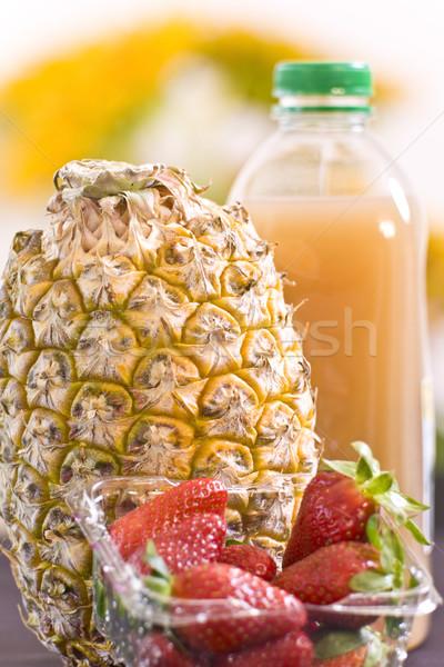 Meyve bütün ananas çilek portakal suyu mutfak Stok fotoğraf © Imagecom