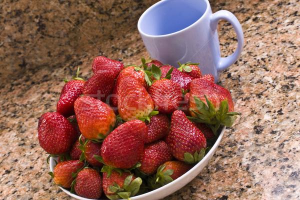 Sağlıklı çanak çilek fincan mutfak Stok fotoğraf © Imagecom