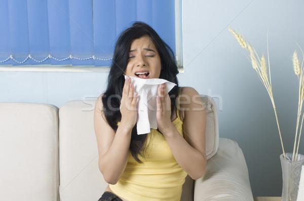 Młoda kobieta kobieta salon młodych zimno posiedzenia Zdjęcia stock © imagedb