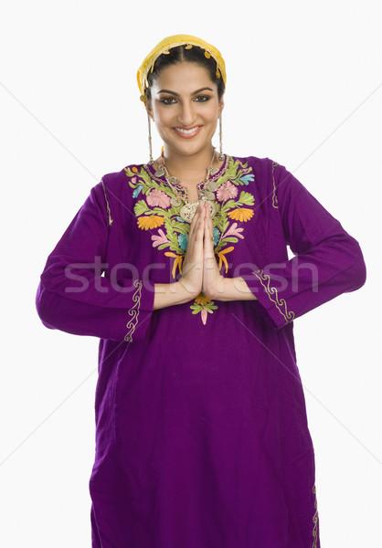 женщину традиционный платье приветствие портрет улыбаясь Сток-фото © imagedb