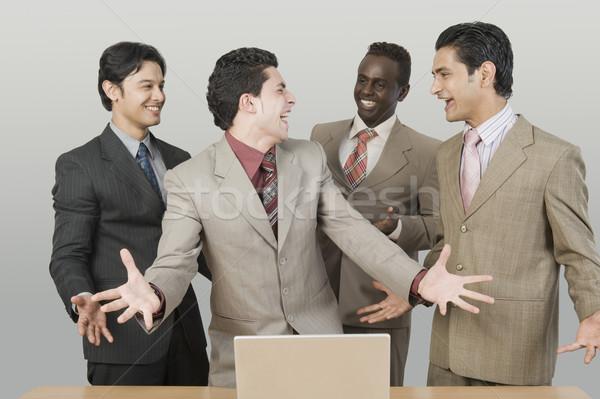 4 ビジネスマン 見える 幸せ ノートパソコン ビジネス ストックフォト © imagedb