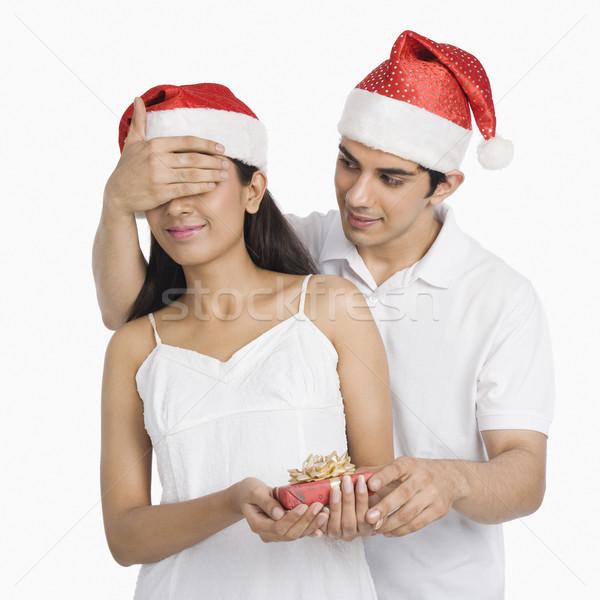Hombre ojos Navidad presente sombrero Foto stock © imagedb