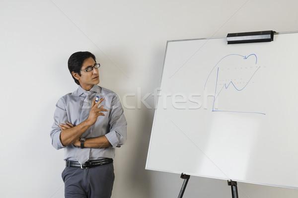 Tanár áll vmi mellett tábla férfi fotó Stock fotó © imagedb
