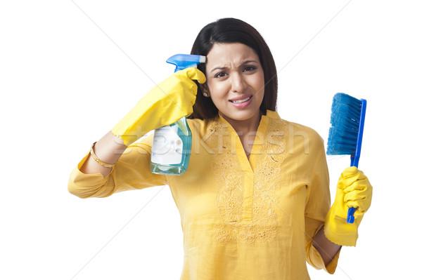 Mujer disparo cabeza aerosol botella retrato Foto stock © imagedb