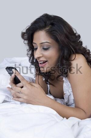 Portrait femme lit parler téléphone portable technologie Photo stock © imagedb