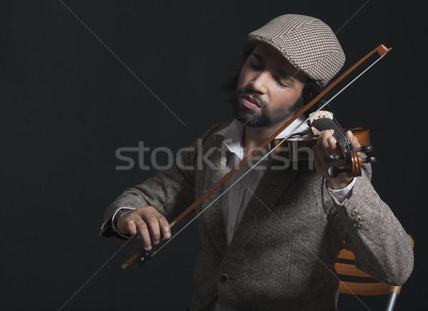 Müzisyen oynama keman kapak oturma yatay Stok fotoğraf © imagedb