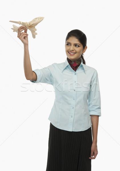 Vrouwelijke stewardess vliegen speelgoed vliegtuig vrouw Stockfoto © imagedb