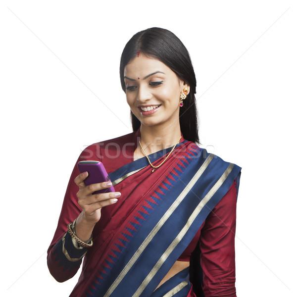 по традиции индийской женщину мобильного телефона улыбаясь красивой Сток-фото © imagedb