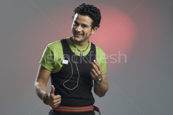 Człowiek słuchanie muzyki podpisania moda Zdjęcia stock © imagedb