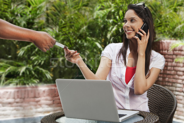 женщину торговых онлайн говорить мобильного телефона интернет Сток-фото © imagedb