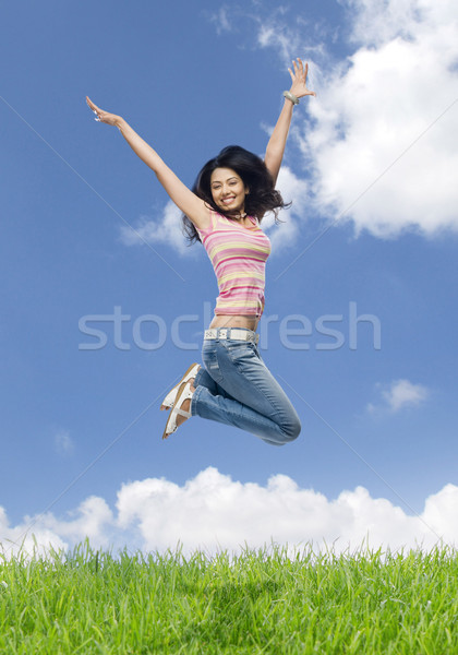 Jeune femme sautant domaine femme ciel beauté Photo stock © imagedb