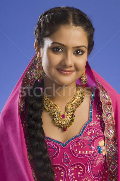 Portret vrouw traditioneel jurk glimlachend mannelijke Stockfoto © imagedb