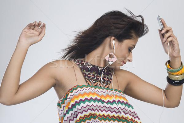 Frau Musik hören Tanz Mode Technologie jungen Stock foto © imagedb
