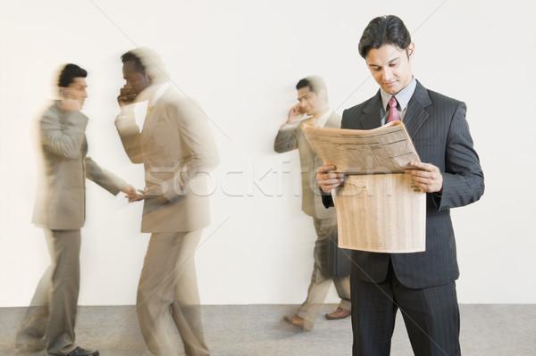 üzletember olvas újság kollégák üzlet hírek Stock fotó © imagedb