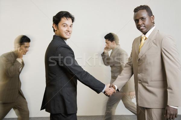 Foto stock: Retrato · dos · empresarios · apretón · de · manos · negocios · éxito