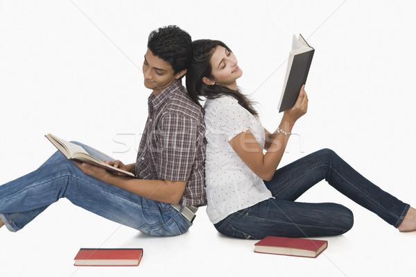 колледжей студентов чтение книгах книга друзей Сток-фото © imagedb