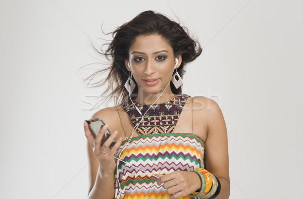 Frau Musik hören Technologie Spaß jungen Wind Stock foto © imagedb