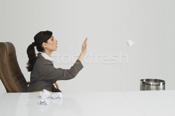 üzletasszony dob papír iroda asztal színes kép Stock fotó © imagedb