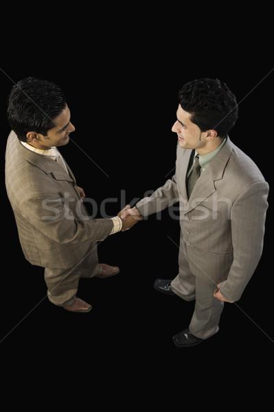 Magasról fotózva kilátás kettő üzletemberek kézfogás üzlet Stock fotó © imagedb