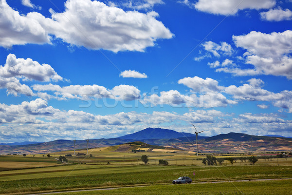 Foto stock: Aerogenerador · campo · coche · carretera · paisaje · montana