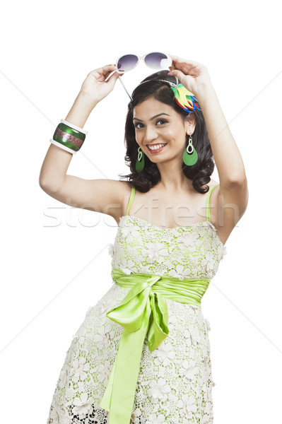 Güzel genç kadın poz güneş gözlüğü kadın moda Stok fotoğraf © imagedb