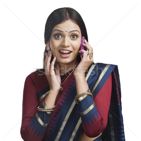 Tradicionalmente indiano mulher falante celular sorridente Foto stock © imagedb