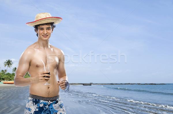 Man drinken frisdrank strand water zee Stockfoto © imagedb