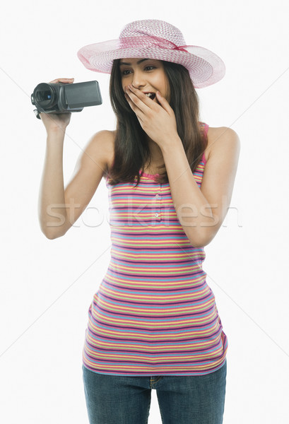 Сток-фото: женщину · домой · видеокамерой · технологий · молодые