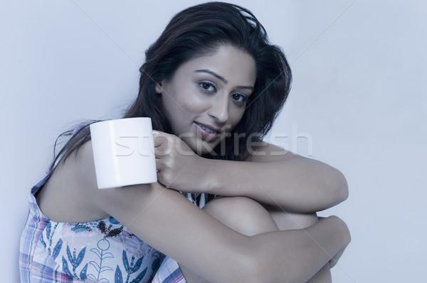 Kadın fincan kahve içmek genç Stok fotoğraf © imagedb