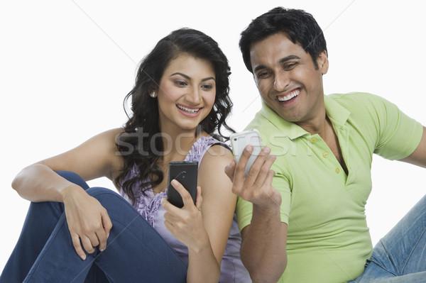 Para sms telefony komórkowe miłości technologii uśmiechnięty Zdjęcia stock © imagedb