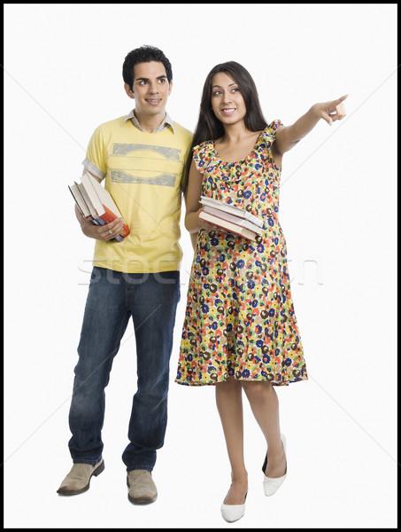 Vrouw boeken wijzend weg naast Stockfoto © imagedb