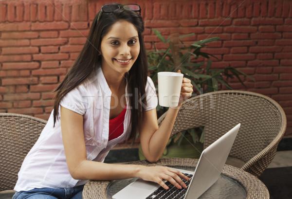 женщину питьевой кофе используя ноутбук интернет ноутбука Сток-фото © imagedb