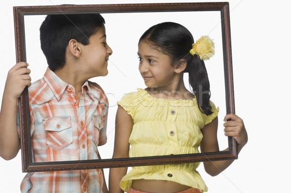 Fiú lány tart üres képkeret gyerekek Stock fotó © imagedb