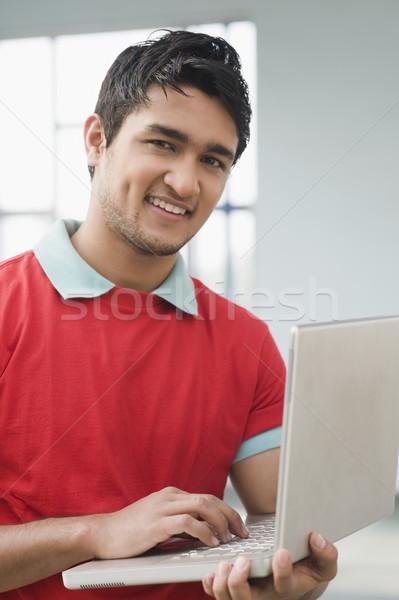 Portret człowiek za pomocą laptopa komputera laptop pracy Zdjęcia stock © imagedb