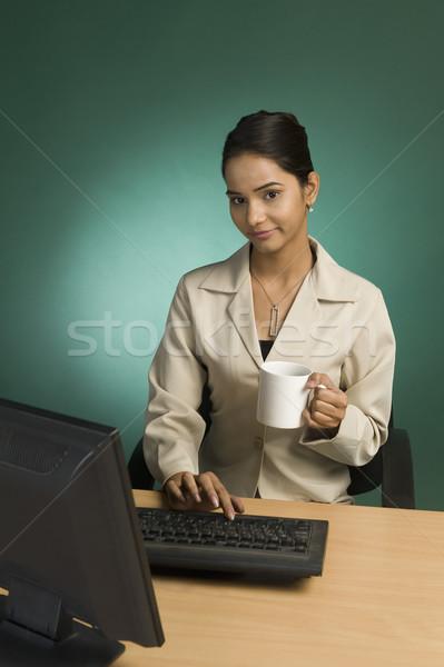 деловая женщина рабочих служба Кубок кофе женщину Сток-фото © imagedb